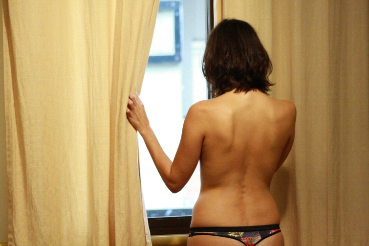 Simone Iliescu  - janela - CORPO PRESENTE